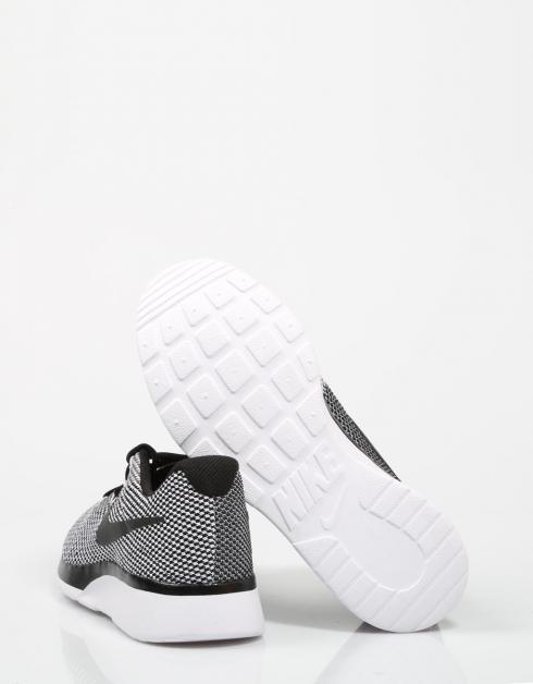 Nike Tanjun Racer I Svart målgang for salg klaring største leverandøren salg virkelig mIdb0c